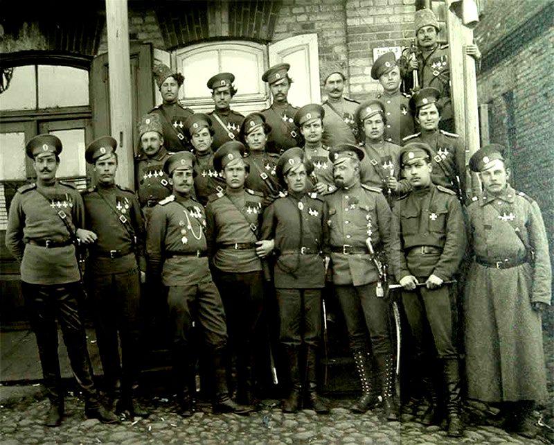 День в Русской истории: 14 августа 1914 года Козьма Крючков и его братья казаки были награждены Георгиевскими крестами.
