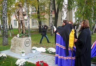 В городе Шахты торжественно открыли памятник Цесаревичу Алексею Романову.