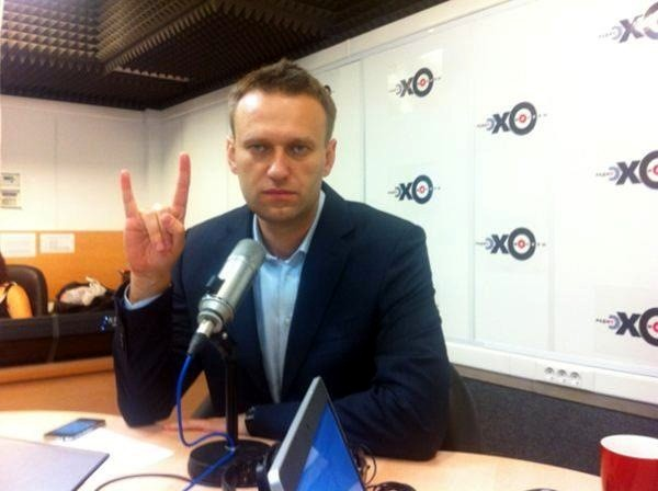 """""""Вы (мы – русские) — хоть при Путине, хоть при Навальном, хоть при Ходорковском, хоть при прямом управлении британской короны, — как говорят футбольные фанаты, «сосали, сосёте и будете сосать». Поймите это, пожалуйста, и не тешьте себя непонятными иллюзиями""""."""