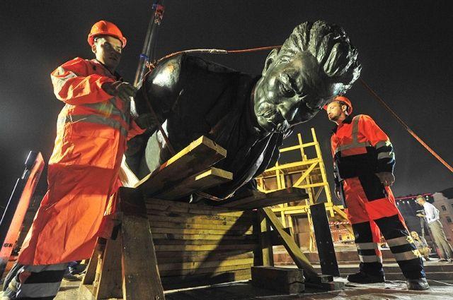 Иегудиил Хламида-Горький — как еврей с хламидиозом в голове. К восстановлению памятника сатанисту Горькому в Москве.