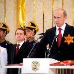 """""""А президент наш (еврей офшорный), он не того? Может и ему во время инаугурации вручать значок иноагента?"""""""